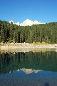 Il Catinaccio si riflette nel Lago di Carezza
