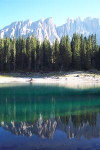 Latemar mit Karersee in den Dolomiten
