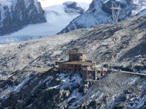Tibethütte am Stilfser Joch unterhalb vom Gletscher
